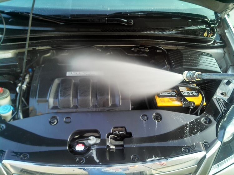 Washing an engine